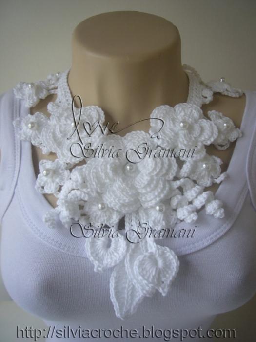 ожерелье из цветов белое (525x700, 242Kb)