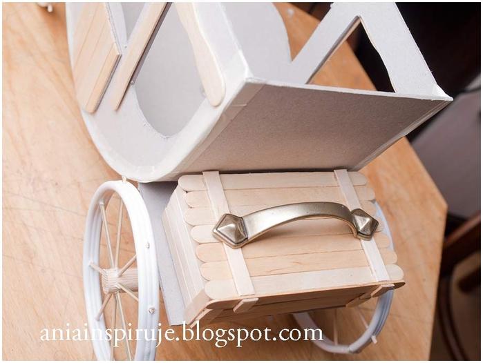 Сказочная карета из картона, проволоки и палочек от мороженого. Мастер-класс (30) (700x526, 212Kb)