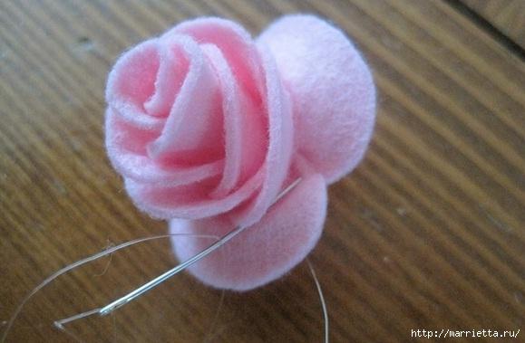 Маленькие розочки из фетра. Украшаем резиночки для маленьких принцесс (8) (579x379, 127Kb)