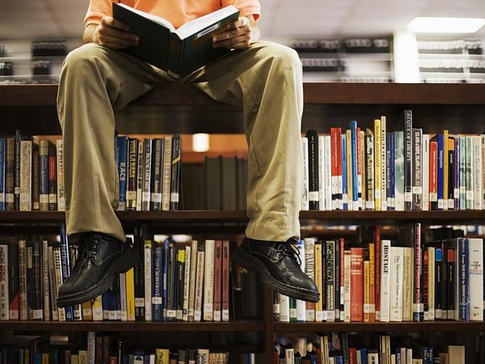 библиотека-читатель (700x525, 113Kb)