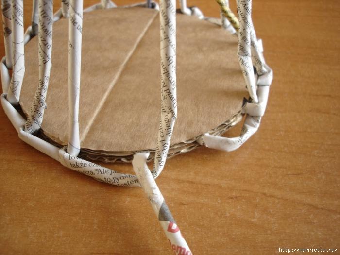 Плетение из газет. Подробный фото мастер-класс по плетению корзинки ЯБЛОЧКА (10) (700x525, 264Kb)