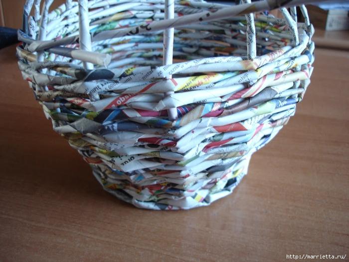 Плетение из газет. Подробный фото мастер-класс по плетению корзинки ЯБЛОЧКА (18) (700x525, 290Kb)