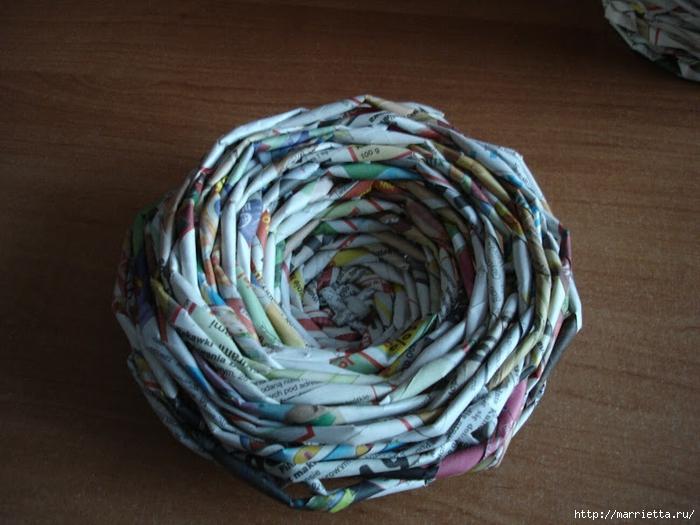Плетение из газет. Подробный фото мастер-класс по плетению корзинки ЯБЛОЧКА (45) (700x525, 281Kb)