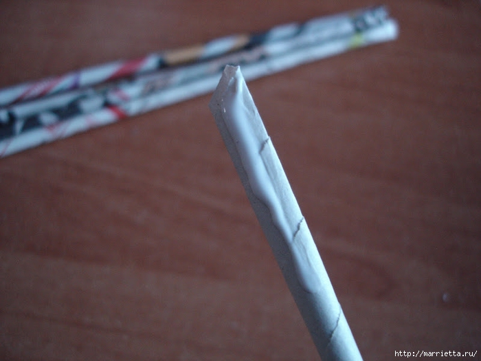 Плетение из газет. Подробный фото мастер-класс по плетению корзинки ЯБЛОЧКА (49) (700x525, 202Kb)