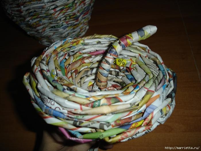 Плетение из газет. Подробный фото мастер-класс по плетению корзинки ЯБЛОЧКА (58) (700x525, 267Kb)