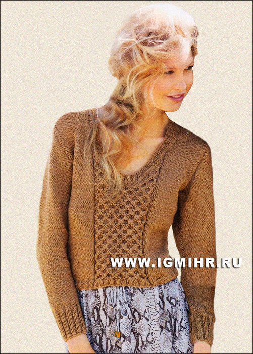 Привлекательный пуловер с броской вставкой из узора с сотами. Спицы