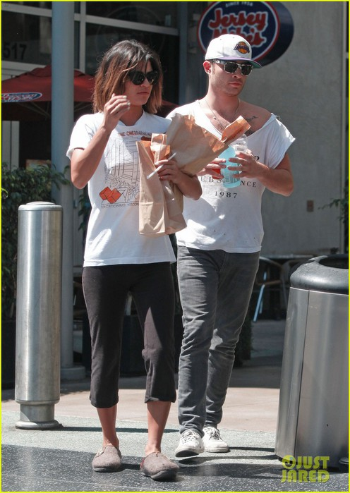 ed-westwick-jessica-szohr-grab-lunch-at-jersey-mikes-05 (496x700, 92Kb)