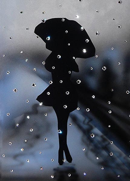 На маленькие тоненькие ножки девушка дождь надевает ботинки с бубонами