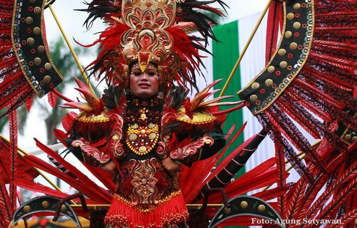 карнавал моды в джамбере Jember Fashion Carnaval 1 (700x448, 334Kb)