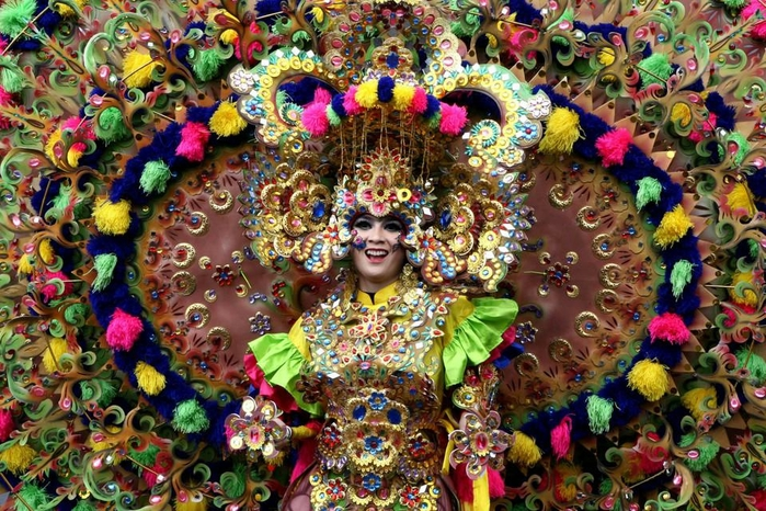 карнавал моды в джамбере Jember Fashion Carnaval 8 (700x466, 366Kb)