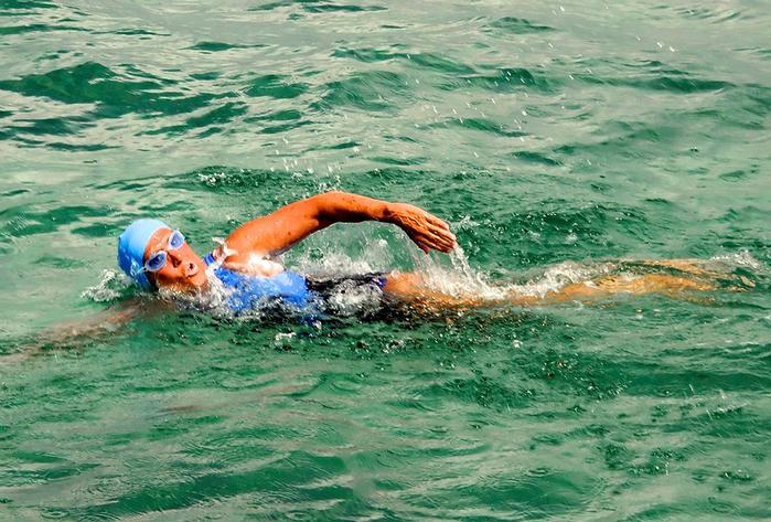 Дайана Найада переплыла флоридский пролив 3 (700x473, 460Kb)