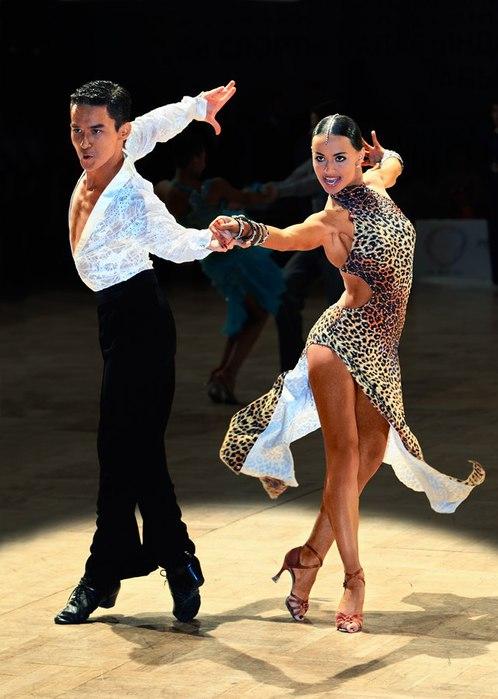 В 1952 известный английский преподаватель бальных танцев Пьер Лавелл (Pierre Lavelle) посетил Кубу и увидел...