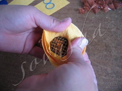 Подсолнухи из конфет