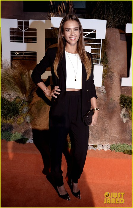 jessica-alba-teresa-palmer-hermes-boutique-opening-after-party-06 (448x700, 85Kb)