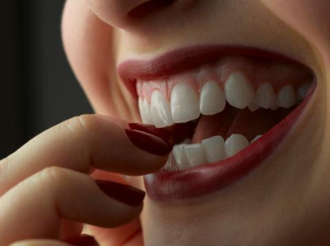 отбелить безопасно зубы