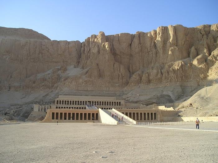 Храм царицы Хотшепсут (700x524, 347Kb)