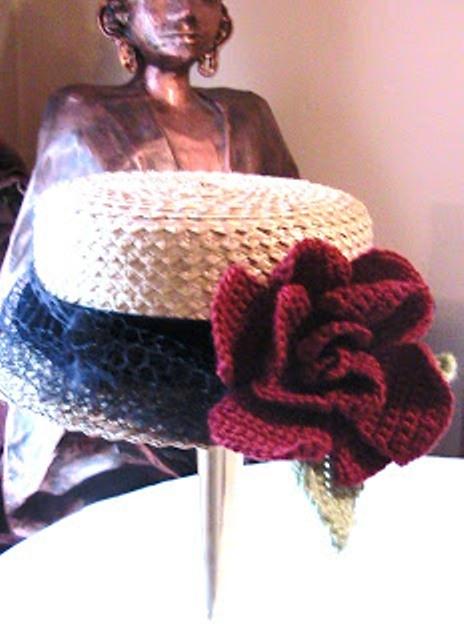 Связать украшение из роз крючком