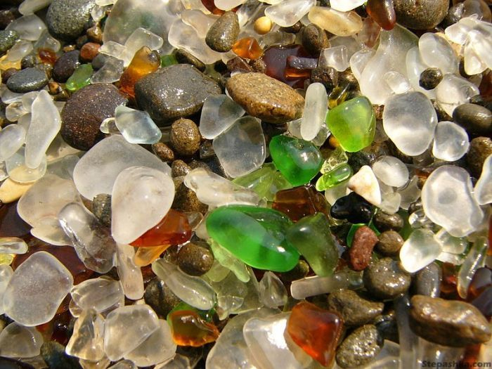 323927500002000glass_beach_02 (700x525, 383Kb)