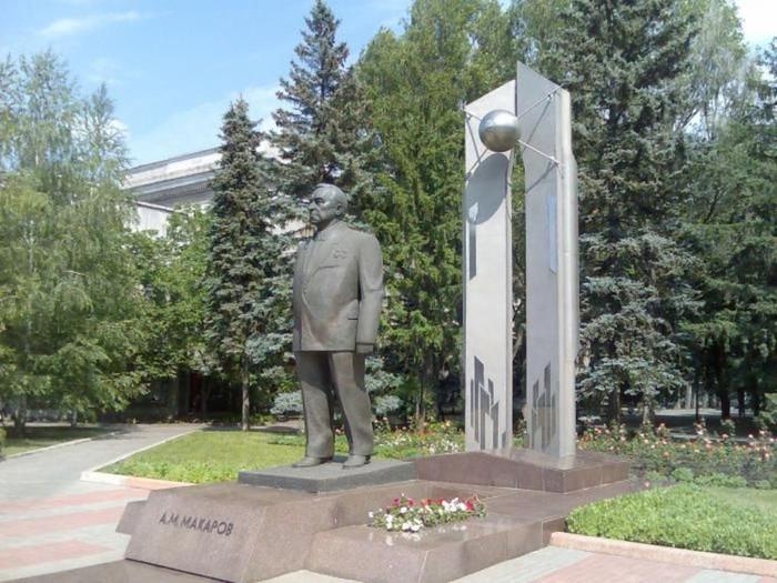 Памятник в Днепропетровске