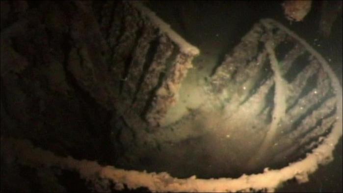1378305042_undersea_photos_of_the_titanic_wreckage_03151_029 (700x394, 142Kb)