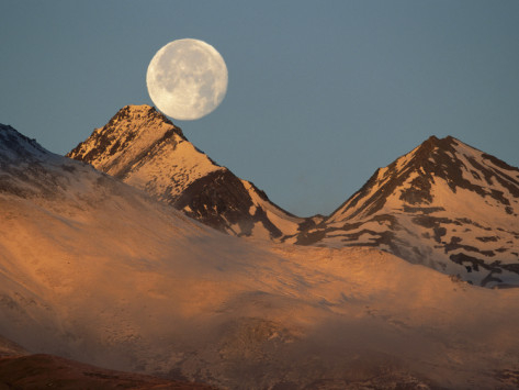 Theo-Allofs-Minden-Pictures-Moon-over-Snow-Covered-Mountains-Kluane-Nat-l-Park-Canada (473x355, 109Kb)