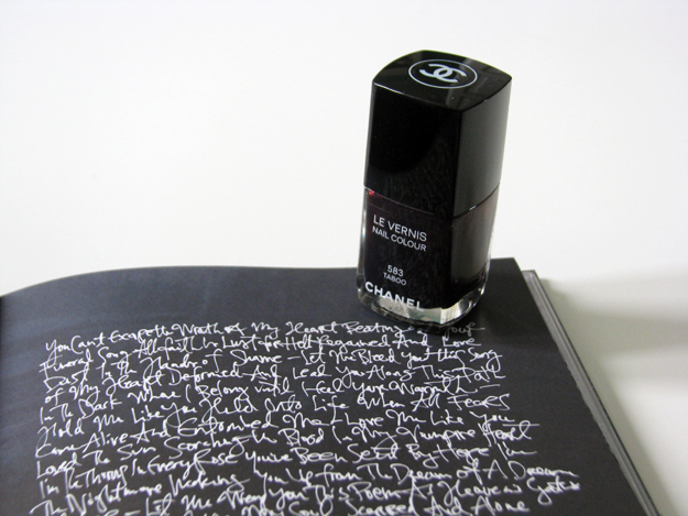 3388503_Chanel_Le_vernis_583_Taboo_7 (625x469, 269Kb)