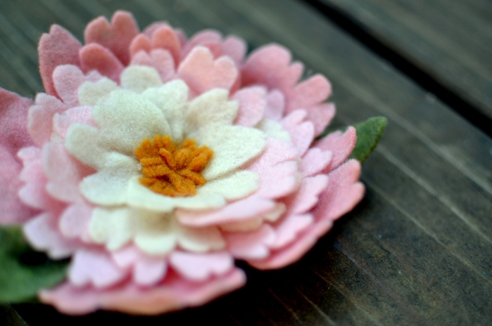 цветок из фетра (1) (700x464, 189Kb)