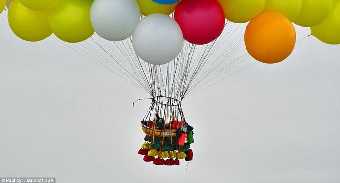 Jonathan Trappe на воздушных шарах фото 3 (700x376, 156Kb)