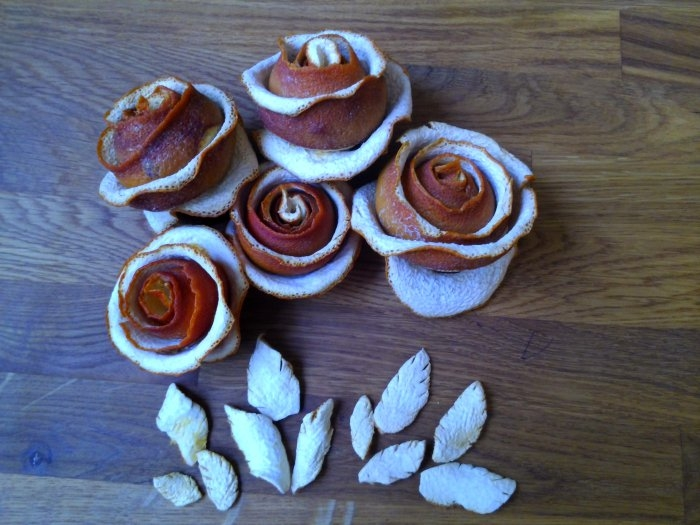 Розочки из апельсиновых корочек. Букет апельсиновых роз для украшения интерьера (7) (700x525, 210Kb)