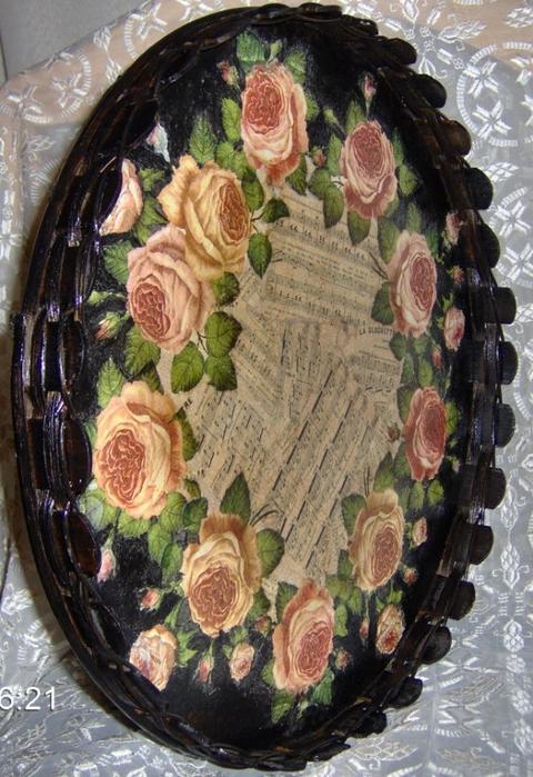 Декупаж на подносе. Розы и ноты (1) (480x700, 298Kb)