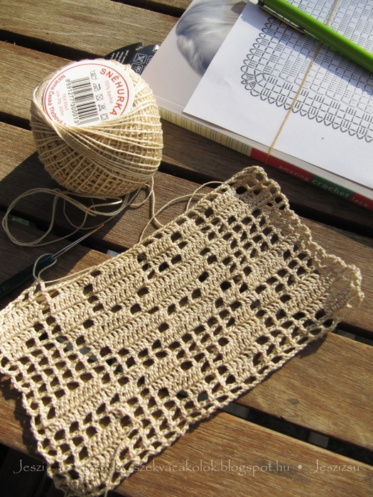 вязание крючком. украшаем подушку розочкой(1) (525x700, 350Kb)