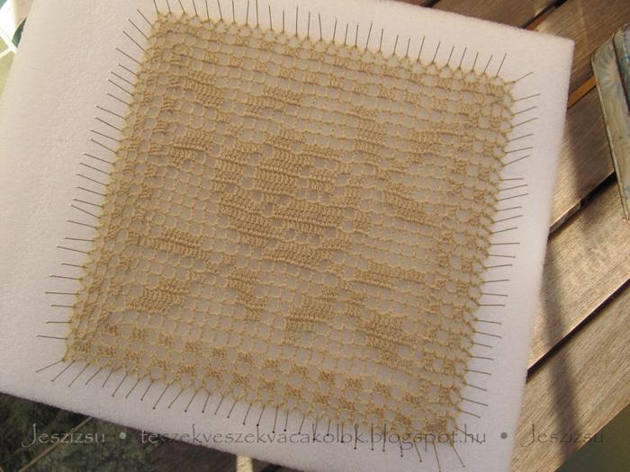 вязание крючком. украшаем подушку розочкой (3) (700x525, 294Kb)