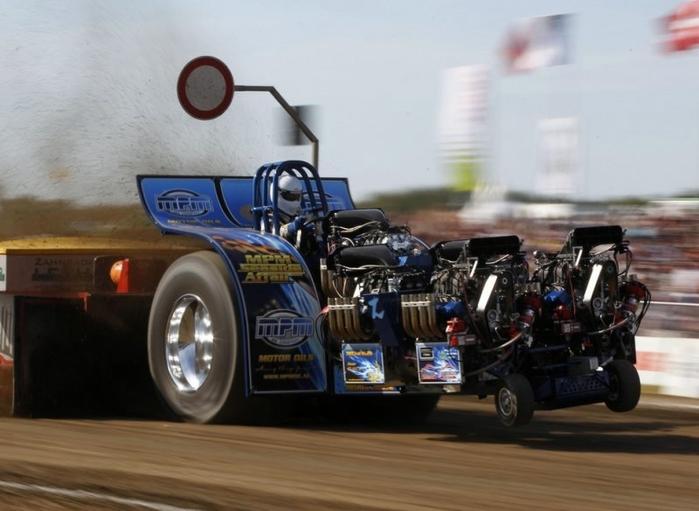 гонки на тракторах фото 4 (700x511, 194Kb)