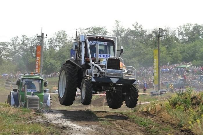 гонки на тракторах россия 4 (700x466, 225Kb)
