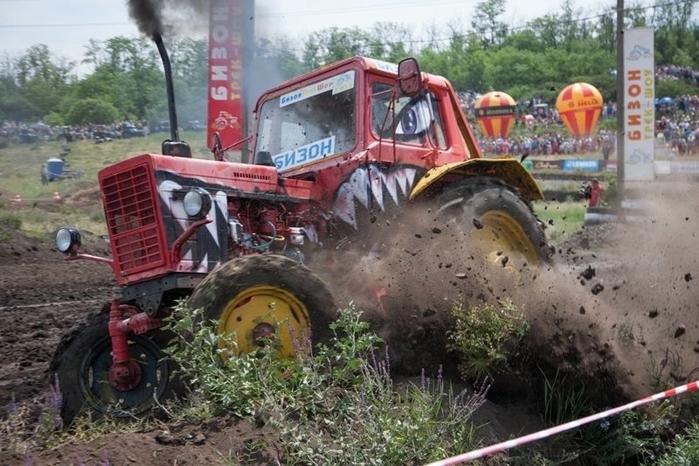 гонки на тракторах россия 6 (700x466, 274Kb)