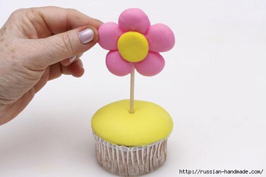 Марципановый торт и цветочные кексы (14) (533x355, 61Kb)