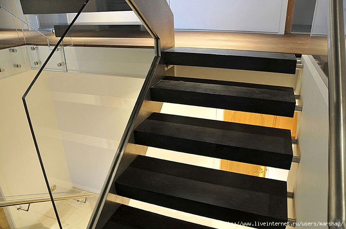 straight_staircase_with_glass_balustrade_2H (700x464, 243Kb)