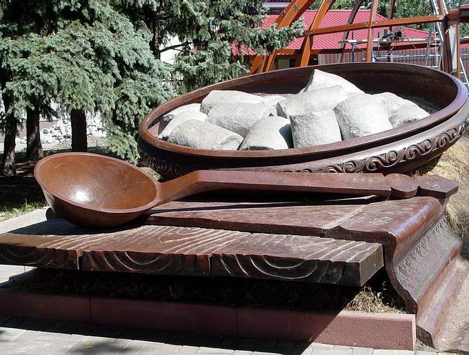 3.  Памятник галушкам (680x515, 344Kb)