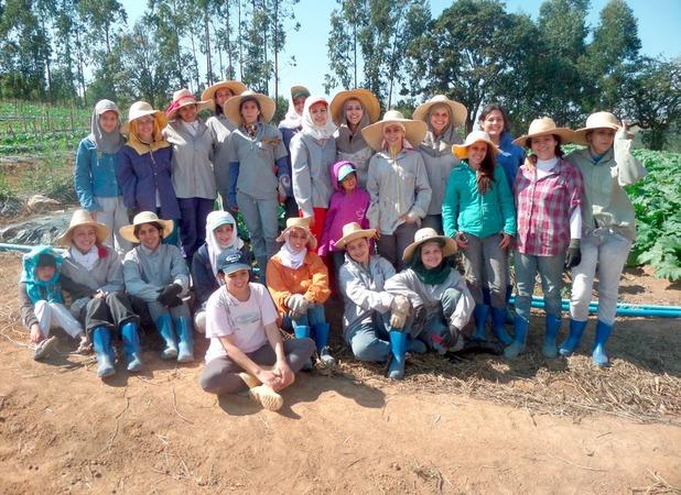 женская коммуна в бразилии Noiva do Cordeiro 1 (618x450, 140Kb)