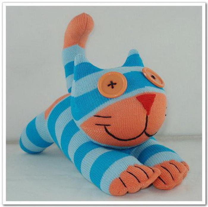 Игрушки котики из носков