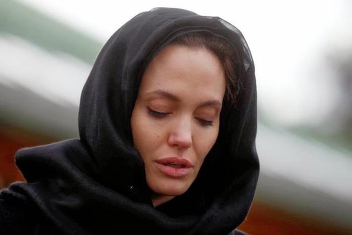 Анджелина Джоли решила усыновить сирийского мальчика, вопреки желаниям Питта