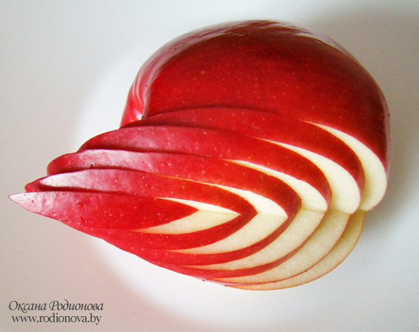 Как сделать из яблока лебедя