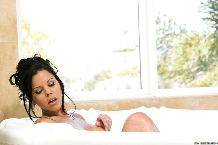 Фотографии: девушка в ванной