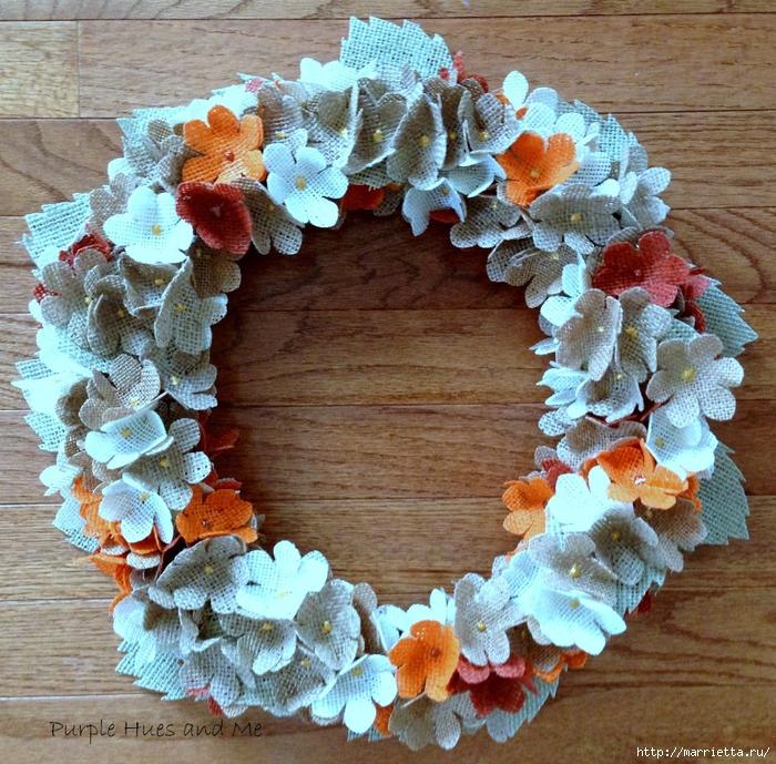Нежный венок с цветочками из мешковины (13) (700x689, 496Kb)