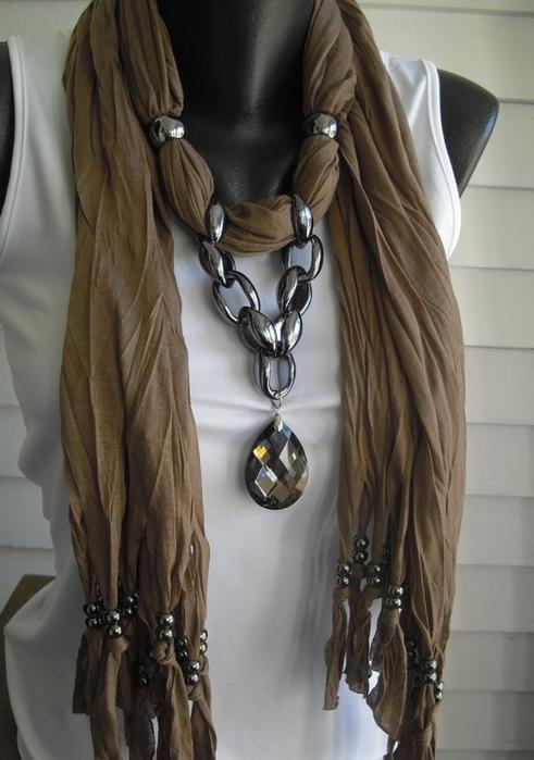 Модные шарфы с украшением