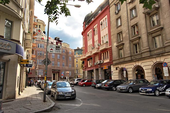 Bulgaria-Sofia-Street-L (700x466, 485Kb)