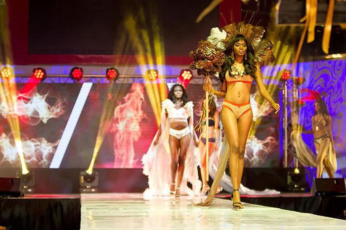 125476913 100715 1359 12 Горячая африканская мода. Показ коллекции белья в Кейптауне
