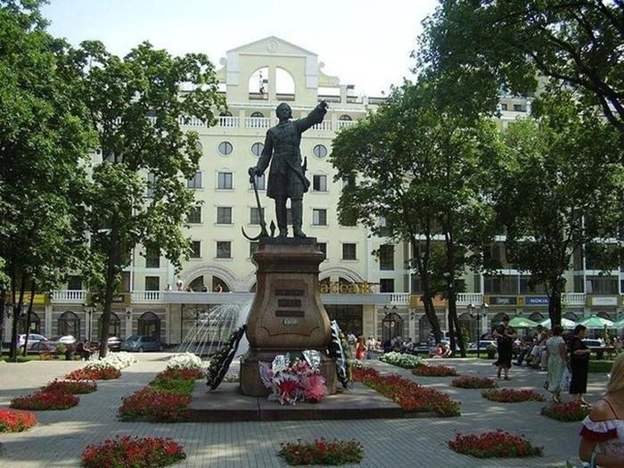 Памятник Петру в Усадьбе Измайлово (700x525, 152Kb)
