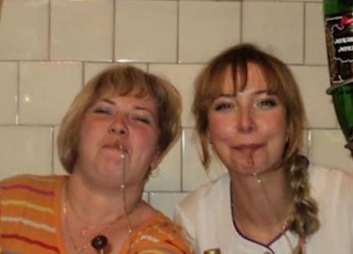 Медсестра опубликовала фото пьяной вечеринки в процедурном кабинете