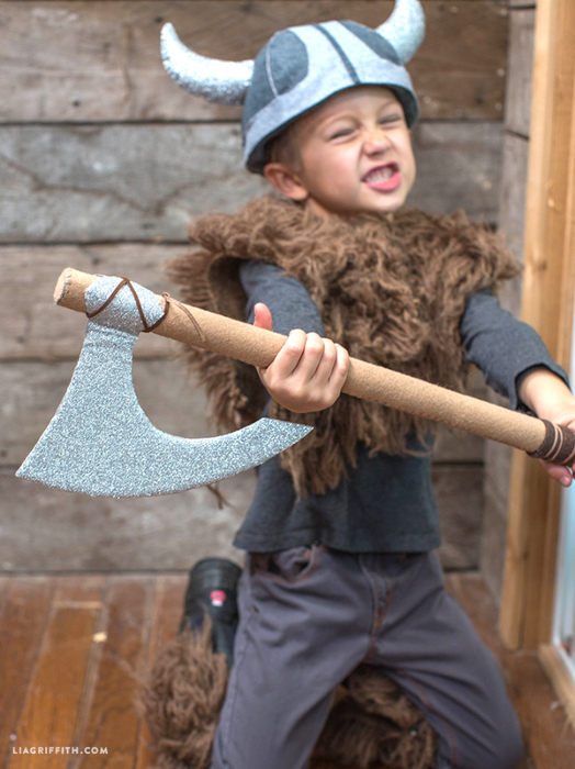 DIY_Costume_Halloween_Viking_Axe (524x700, 418Kb)